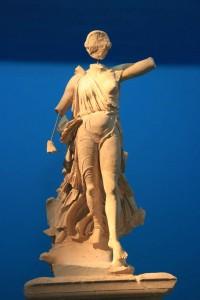 Statue de Nikê (victoire) à Olympie en Grèce