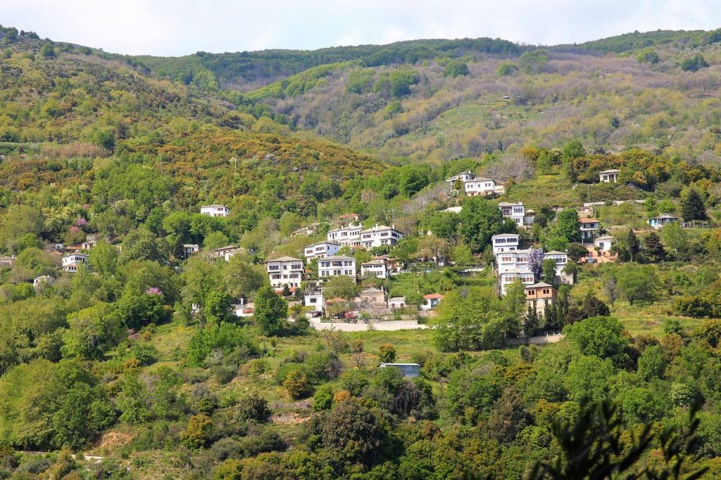 Vue sur Vizitsa dans le Pélion en Grèce