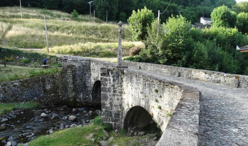 Pont sur la Boralde à Saint-Chély d'Aubrac