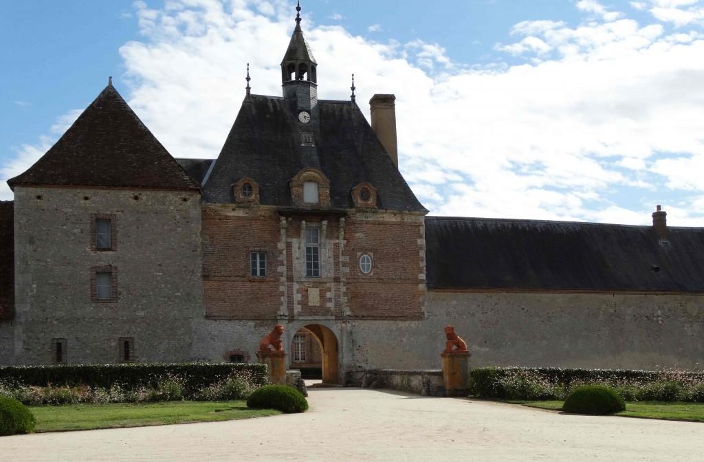 Entrée du château de la Bussière