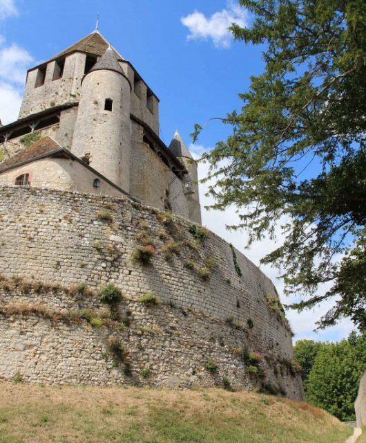 Promenade dans la cité médiévale de Provins