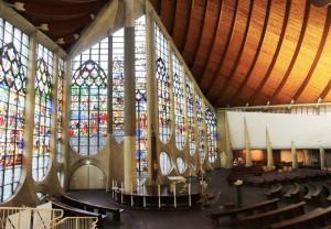 Intérieur de l'église Sainte-Jeanne-d'Arc de Rouen