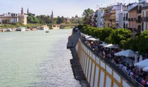 Calle Betis le long du Guadalquivir à Séville
