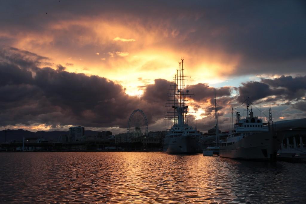 Coucher de soleil sur le port de Malaga
