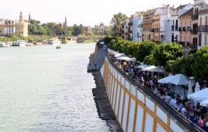 Calle Betis le long du Guadlaquivir à Séville