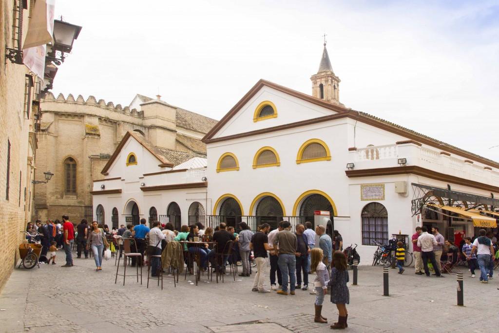 Marché couvert Feria dans le quartier de Triana à Séville