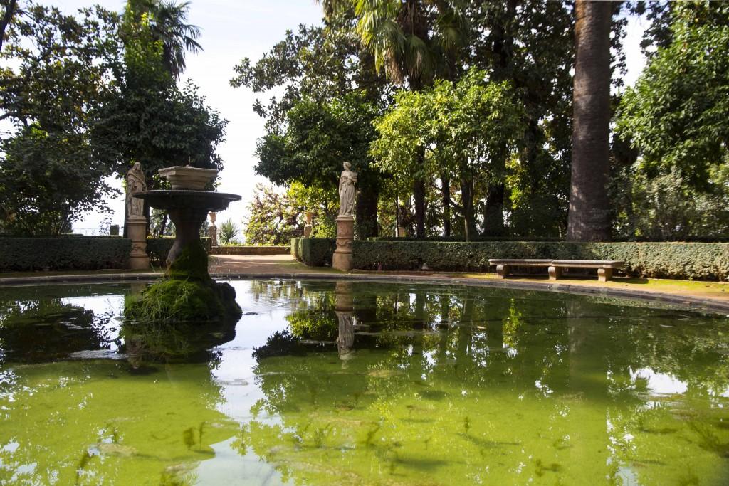 Bassin du jardin Carmen de los martires à Grenade