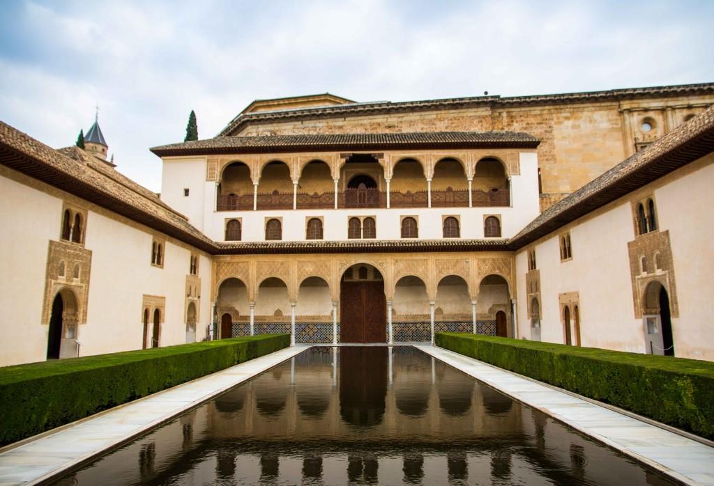 Patio de los arrayanes (cour des myrtes) de l'Alhambra