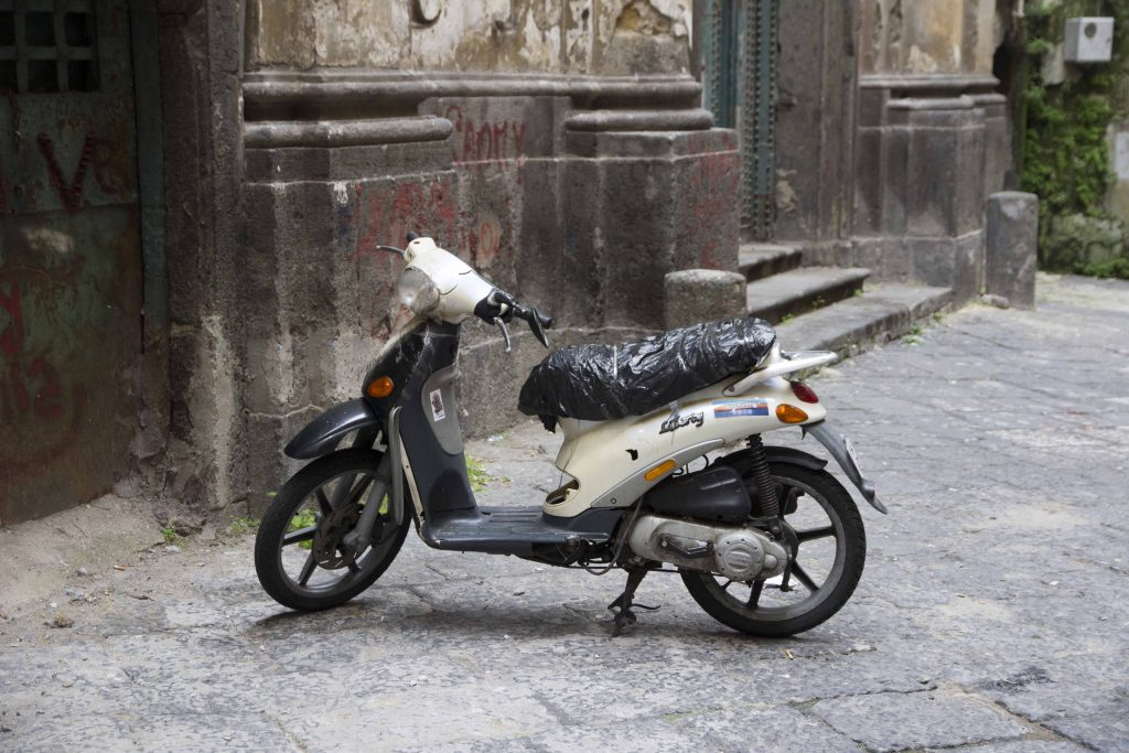 Scooter à Naples