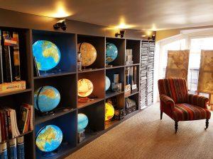 Globes de la librairie Voyageurs du monde