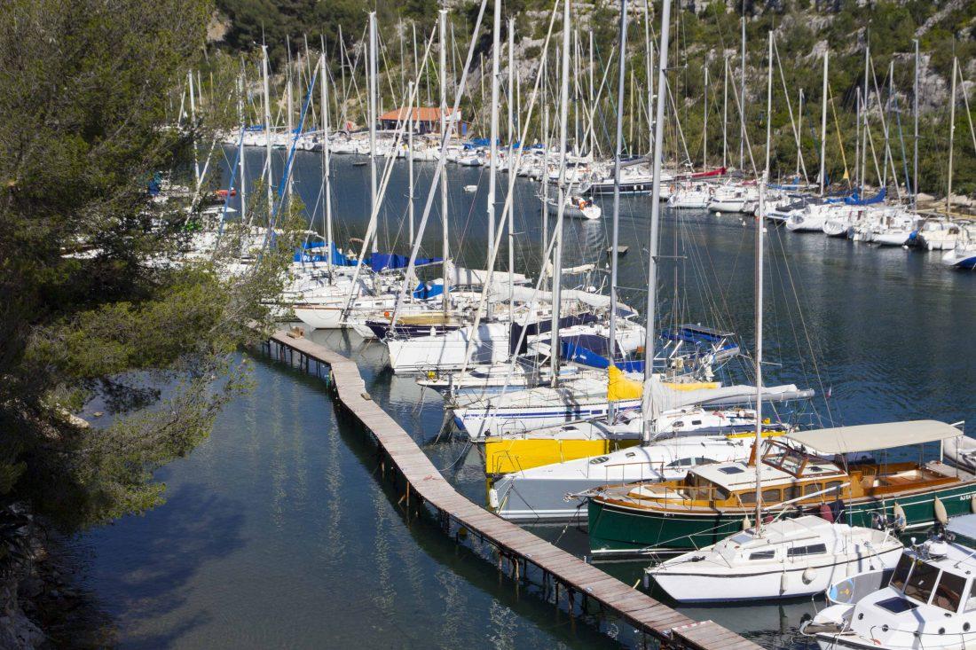Bateaux dans la calanque de Port Miou
